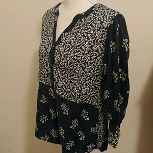 Size M Lucky Brand blue and white floral top